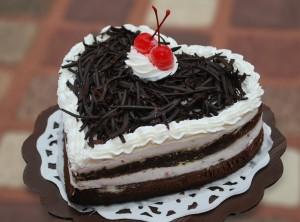 heart_shape_black_forest_cake
