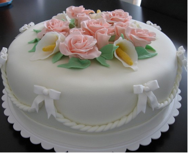 White simple engagement cake with peach floral cake decor_flower toper