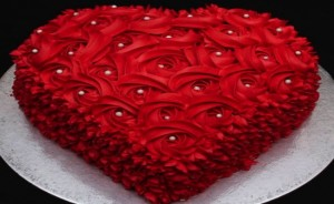 Heart-Shaped-Cake-With-Rosettes