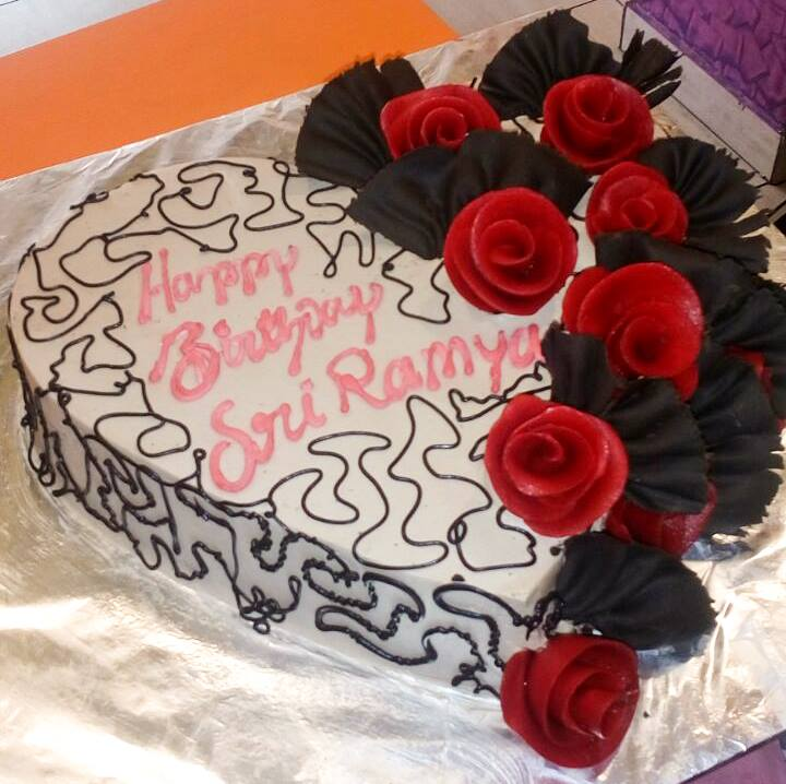 Send Birthday Cake And Flowers Online